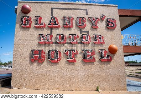 Clinton, Oklahoma - May 6, 2021: The Glancy Motel Sign, Now Abandoned, Along The Historic Us Route 6