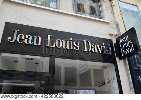 Bordeaux , Aquitaine France - 05 27 2021 : Jean Louis David Hairdresser Salon Sign Expert Barber Sho