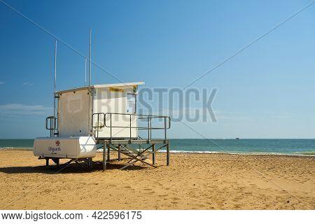 Ramsgate, United Kingdom - April 27, 2021: A Lifeguard Station On Ramsgate Main Sands  An Rnli Lifeg