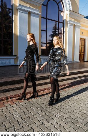 Luxury And Elite Lifestyles, Fashion Week, Style, Glamor, Fashion Show, Runway, Catwalk. Candid Port