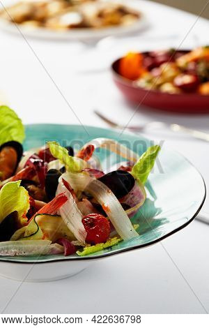 Mussels Vongoli In A Plate With Lettuce, Mussels Cooked In A Sauce With White Wine, Seafood Served B