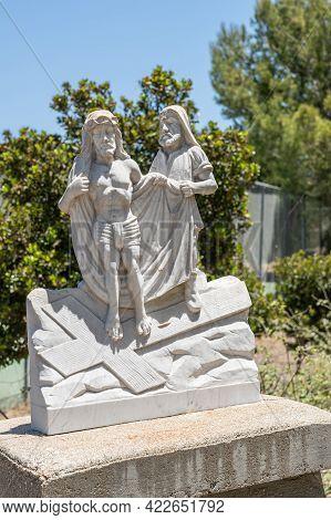 Santa Inez, Ca, Usa - April 3, 2009: San Lorenzo Seminary. Station Of The Cross Number 10 White Marb