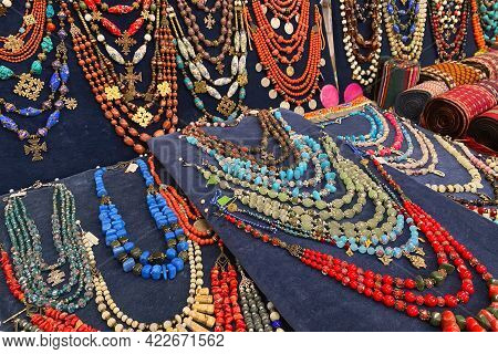 Antiques And Vintage Jewelry On Flea Market Or Seasonal Festival - Jewelry, Brooches And Other Vinta