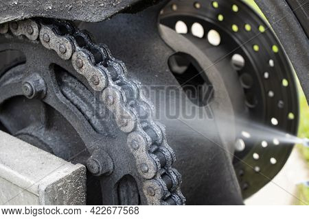 Preparing The Motorcycle For The Season, Lubricating The Dirty Chain