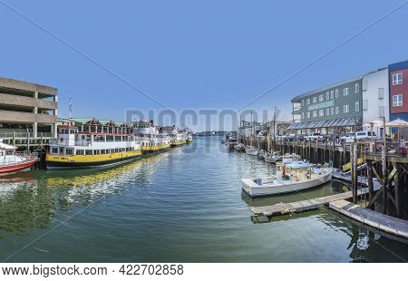 Portland, Usa - Sep 15, 2017: Old Wharf Area In Portland With Motorboats And Old Halls From Fishing