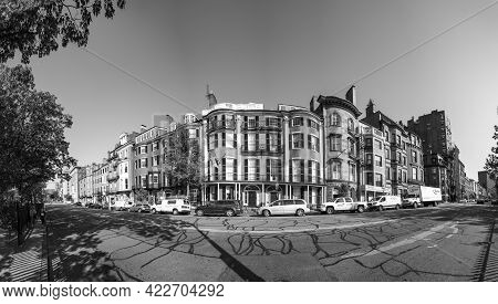 Boston, Usa - Sep 13, 2017: Facades Of Victorian Style Houses In The Beacon Street. This  Part Of Be