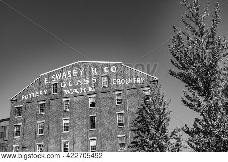 Portland, Usa - Sep 15, 2017: Facade Of Historic Brick Building With Advertising For Swasey Pottery,