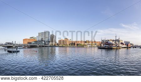 Boston, Usa - September 12, 2017:  Harbor Area With River Charles In Boston And View To The Pier, Wh
