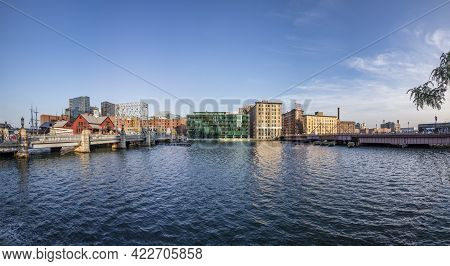 Boston, Usa - September 12, 2017: Pier With Historic Building Of The Harbor Site Where The Boston Te