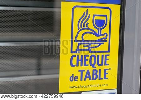 Bordeaux , Aquitaine France - 06 01 2021 : Cheque De Table Stickers Label Logo Brand And Text Sign F