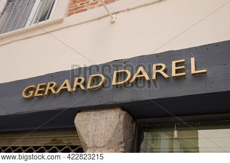 Bordeaux , Aquitaine France - 05 27 2021 : Gerard Darel Logo Brand And Sign Text Front Of Store Fash