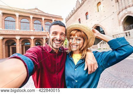 Young Boyfriend And Girlfriend In Love Having Fun Taking Selfie At Old Town Tour - Wanderlust Life S