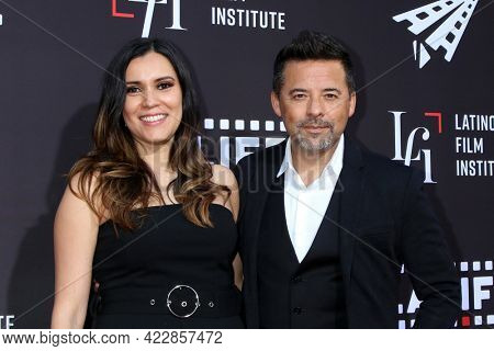 LOS ANGELES - JUN 2:  Oscar Torres and guest at the 7th and Union Premiere -  Los Angeles Latino International Film Festival at the TCL Chinese Theater IMAX on June 2, 2021 in Los Angeles, CA