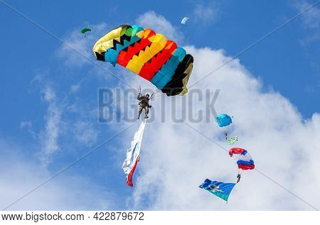 Samara, Russia - Septembers 11, 2016: Military Parachute Jumpers On A Wing Parachutes Execute A Cont