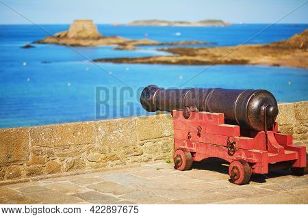 Old Canon On The Fortress Wall Surrounding Saint-malo Intra-muros In Saint-malo, Brittany, France