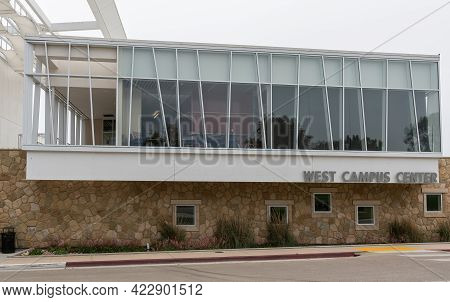 Santa Barbara, Ca, Usa - June 2, 2021: City College Facilities. Nw Glass Side Of West Campus Center