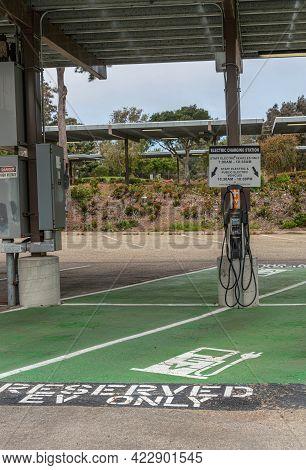 Santa Barbara, Ca, Usa - June 2, 2021: City College Facilities. Electric Vehicle Charging Station Wi