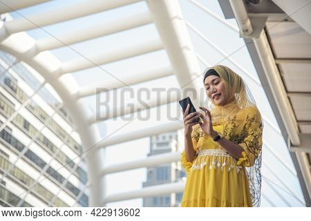 Islamic Woman Using Smartphones App Organize Schedule Agenda  Focus On Hands Holding Smartphone Musl