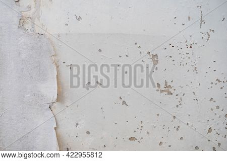 The Color Of The Walls Of The House Is Peeling Due To Moisture Causing Damage To The House. Cause Mo