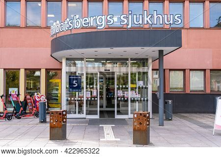 Stockholm, Sweden - May 25, 2021: Outdoor Front View Of The Entrance To Sabbatsbergs Hospital Which
