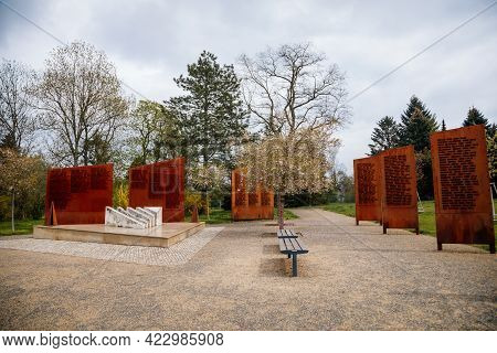 Monument To The Victims Of The Struggle For Freedom, Memorial To The Victims Of The First And Second