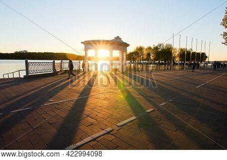 Ternopil, Ukraine-may 11,2021:wide-angle Landscape Photo Of Embankment In Ternopil. Sun Beams Throug