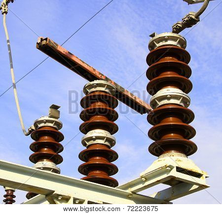 Switches Into A Powerhouse With High Voltage Cables