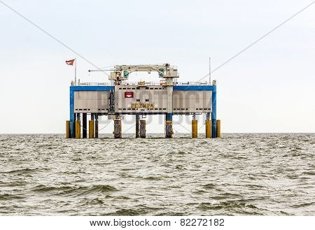 Offshore Oil Rig Near Harlingen, Nederlande