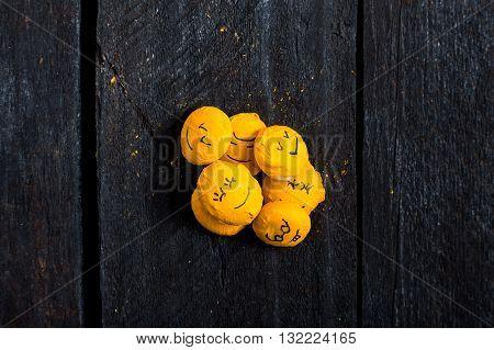 Yellow Smile Son Table