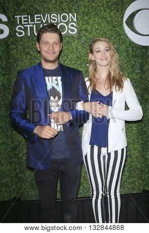 LOS ANGELES - JUN 2:  Brett Dier, Yael Grobglas at the 4th Annual CBS Television Studios Summer Soiree at the Palihouse on June 2, 2016 in West Hollywood, CA