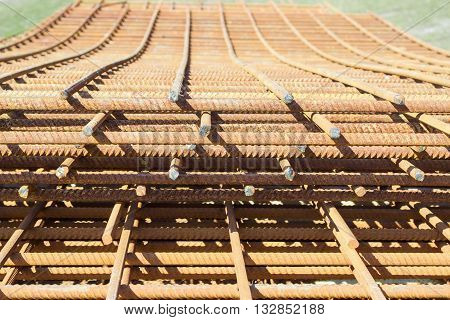 Stack of grilles of reinforcing steel made of welded bars for the manufacture of concrete construction