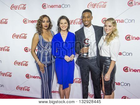 LAS VEGAS - APRIL 14 : (L-R) Actors Vivica A. Fox Sela Ward Jessie Usher and Maika Monroe attend the CinemaCon Big Screen Achievement Awards at The Caesars Palace on April 14 2016 in Las Vegas