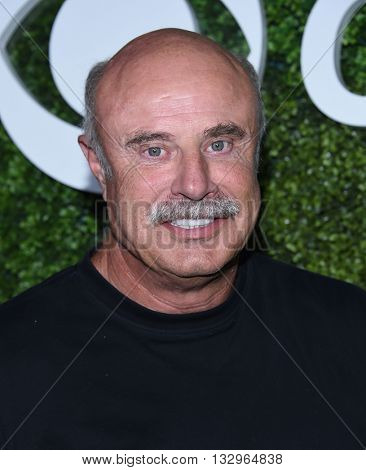 LOS ANGELES - JUN 02:  Dr. Phil McGraw arrives to the 2016 CBS Summer Soiree  on June 02, 2016 in Hollywood, CA.