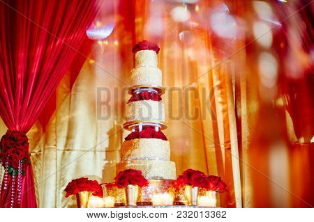 The Wedding Cake For Wedding Dinner Reception Decoration With The Red Theme Using A Bunch Of Red Ros