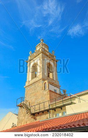 The Keep Tower Delle Ruins Of Castle Of Braga In Avenida Central, Braga, North Of Portugal. Castelo