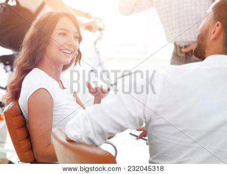 woman designer talking with a colleague