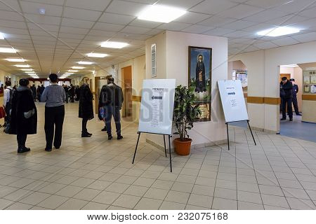 Balashikha, Russia - March 18, 2018. School Entrance Hall With A Pointer To A Polling Station Used F