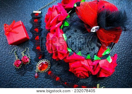 Black And Red Female Accessories In A Stylish Antique Set. Roses Are Red On The Rim, Earrings In A B