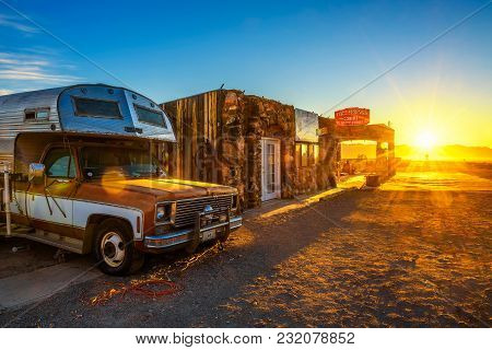 Cool Springs, Arizona, Usa - December 28, 2017: Sunrise At The Rebuilt Cool Springs Station With An