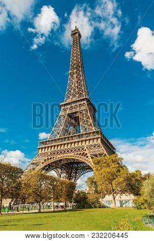 Tour Eiffel (Eiffel tower) in Paris, France, Europe