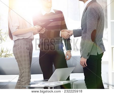 handshake Manager and employee in the office
