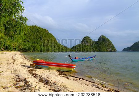Beach Bang Boet Beach, And Small Boat At Chumphon Province Thailand Is Famous For Travel