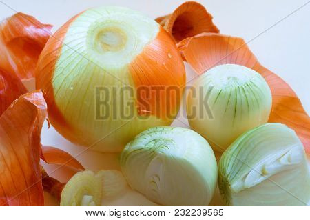Cut The Onion, Peel The Onion From The Husk, Onion And Onion Peel