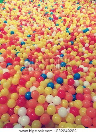 Plastic balls pool