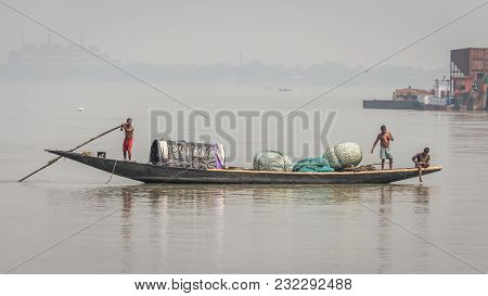 Kolkata, India - 4 March 2018: An Isolated Boat On River Hooghly With Poor Fishermen Hunting For Fis