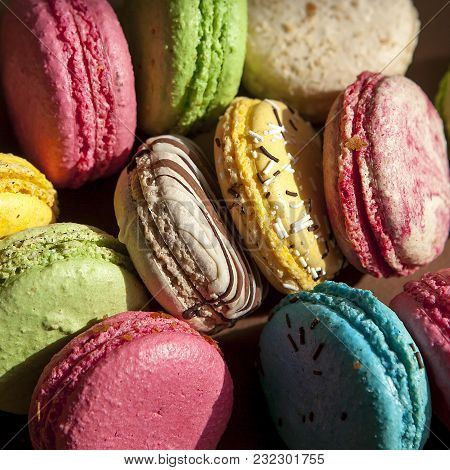 The Traditional French Colorful Macarons For Sale