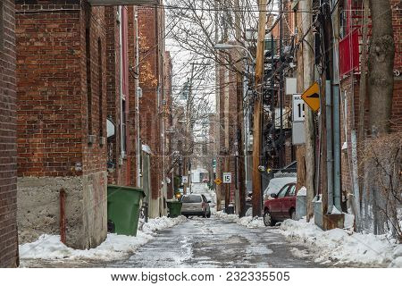 Typical North American Residential Dead-end Alley Street Covered In Snow In A Residential Part Of Mo