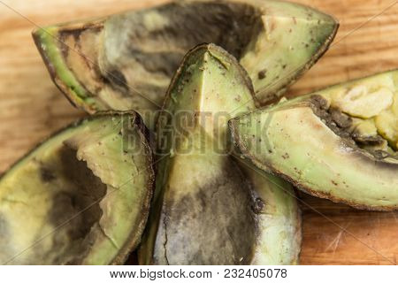 Roten Avocado On Wooden Background Top View
