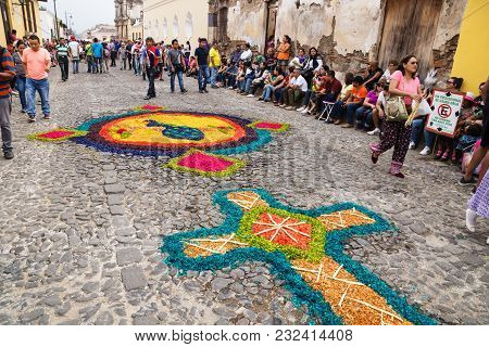 Antigua, Guatemala: March 18 2018: Alfombre, Carpets Made Of Coloured Sawdust With Tourists On The C