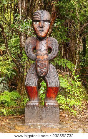7 November 2012: Waitakere Ranges National Park, New Zealand - Carved Maori Figure In Cascade Kauri